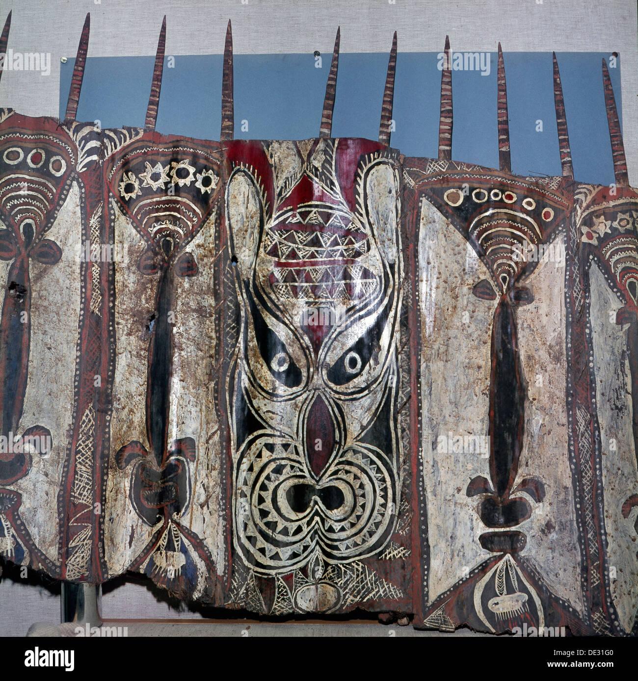 Hojas pintadas de tela de corteza, llamada 'trap', utilizados como ornamentos en la magia ceremonial casas-fantasma que sólo los hombres eran adm Imagen De Stock