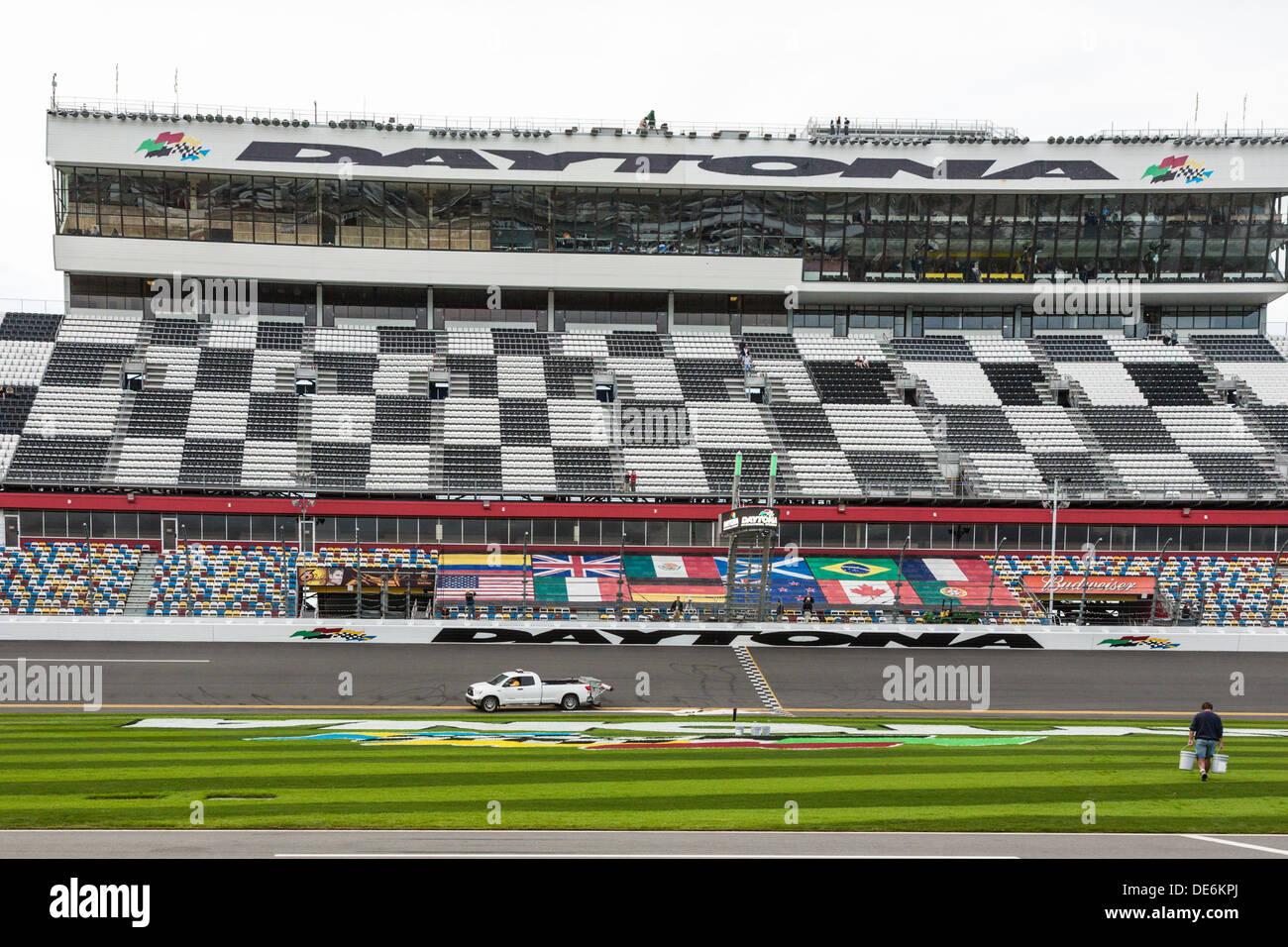 Banderas internacionales en tribunas en Daytona International Speedway durante el 2012 Rolex 24 en Daytona, Florida Imagen De Stock