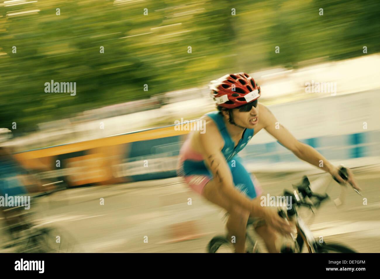 Campeonato de Triatlón. Prueba de ciclismo. Masculino. Madrid ITU World Cup. Imagen De Stock