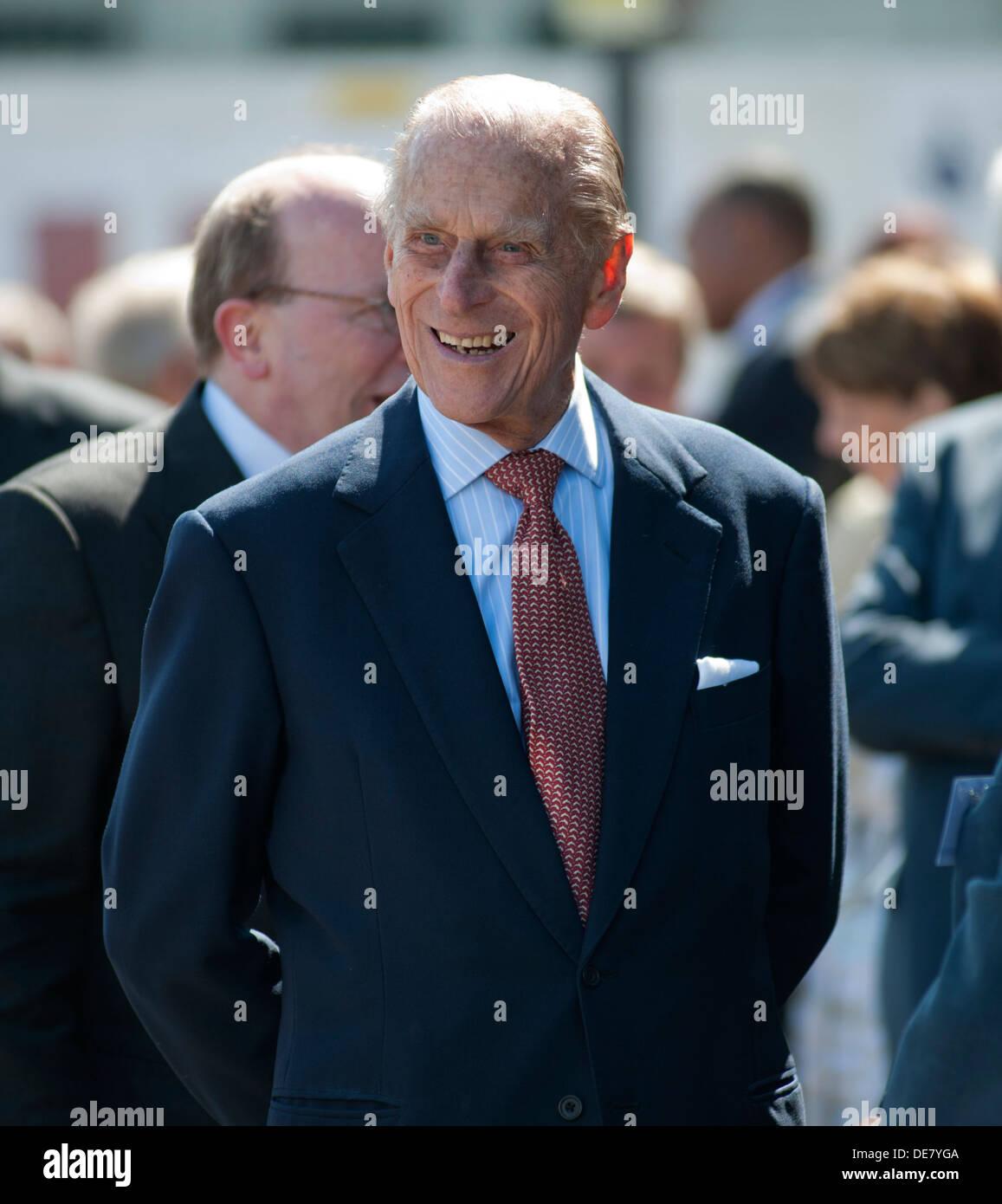 S.a.r. el Príncipe Felipe, Duque de Edimburgo, de 93 años, visita SS Robin los mundos más antiguo vapor completo,Victoria Docks, Londres, Inglaterra. Foto de stock