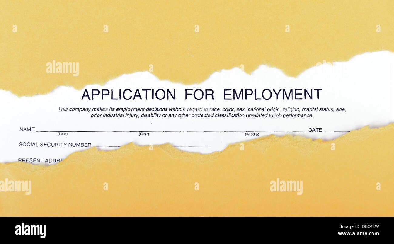 Formulario de solicitud de empleo a través de la chatarra de cartón recortado Imagen De Stock