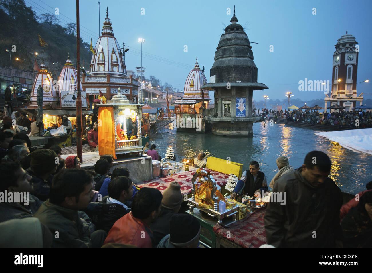 Ganga Aarti ceremonia, río Ganges, Haridwar. Uttarakhand, India Imagen De Stock