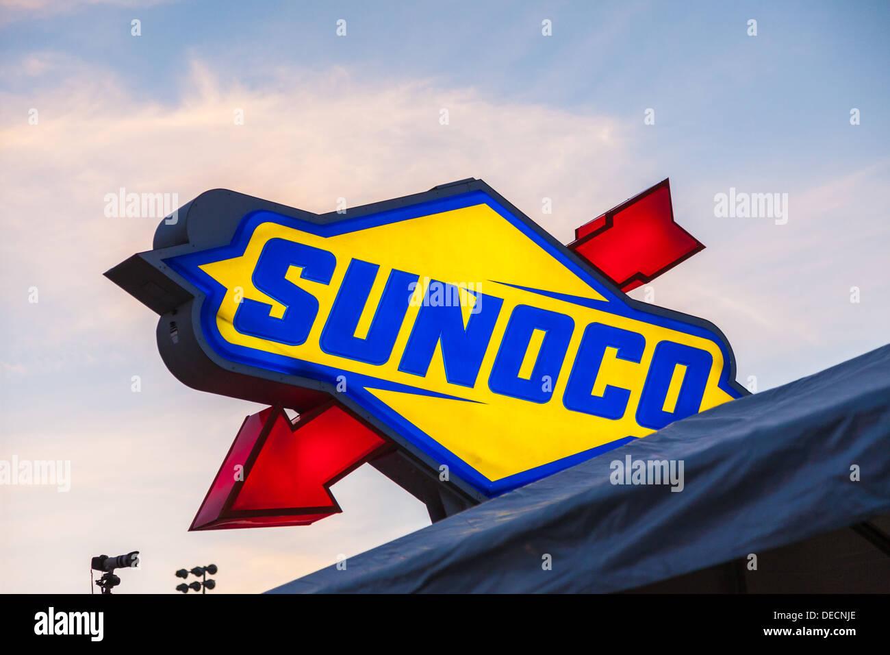 Signo de combustible Sunoco en Daytona International Speedway durante el 2012 Rolex 24 en Daytona, Florida Imagen De Stock