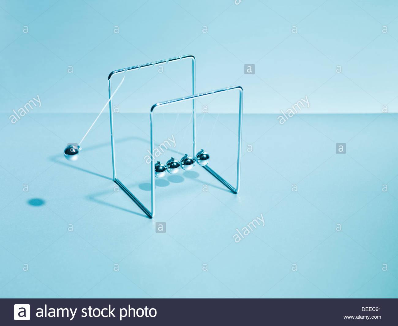 Newton's cradle balanceo Imagen De Stock