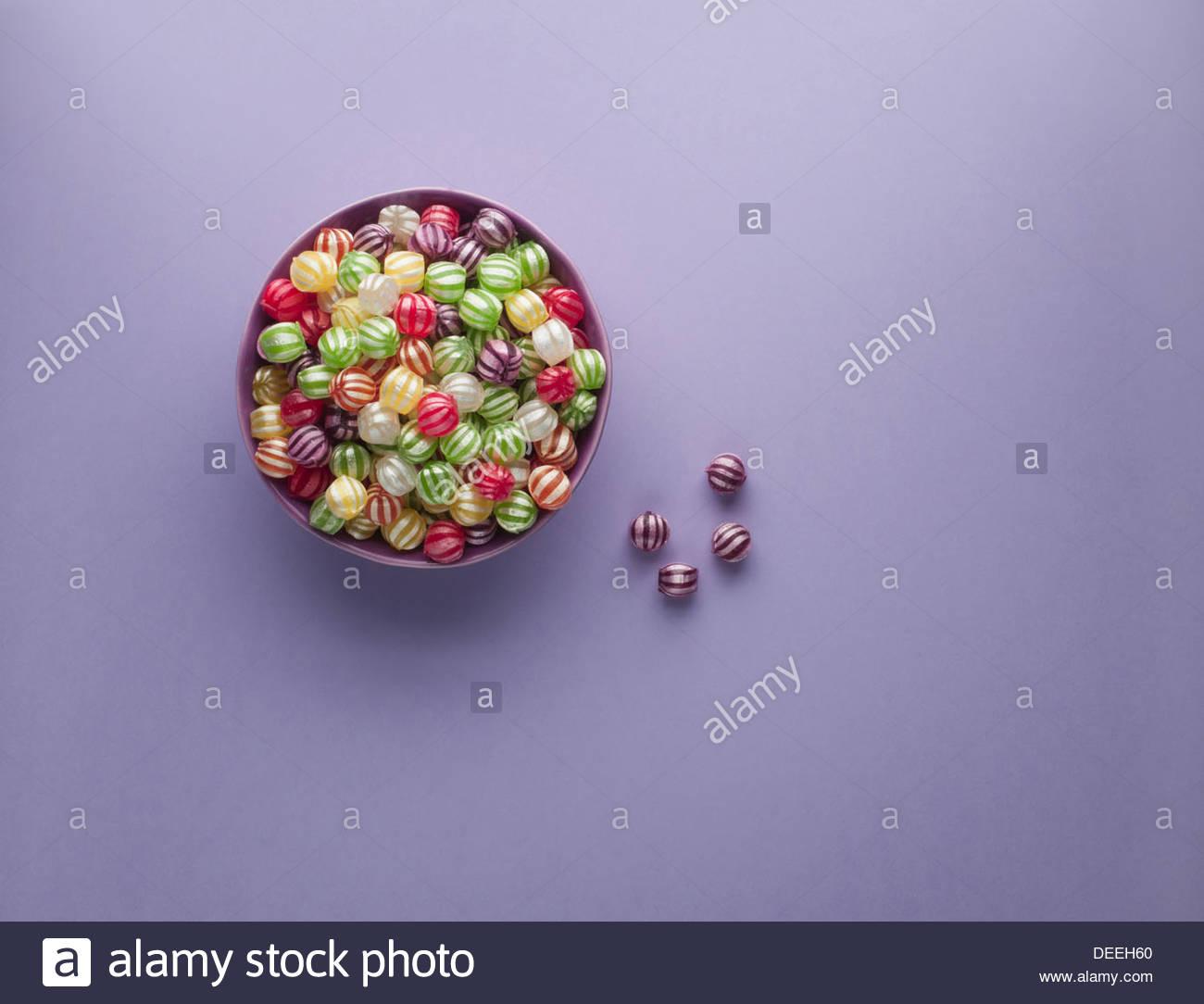 Hard Candy vibrante en la cazoleta Imagen De Stock