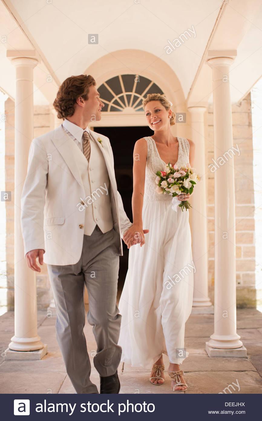 Las manos de la novia y el novio Imagen De Stock