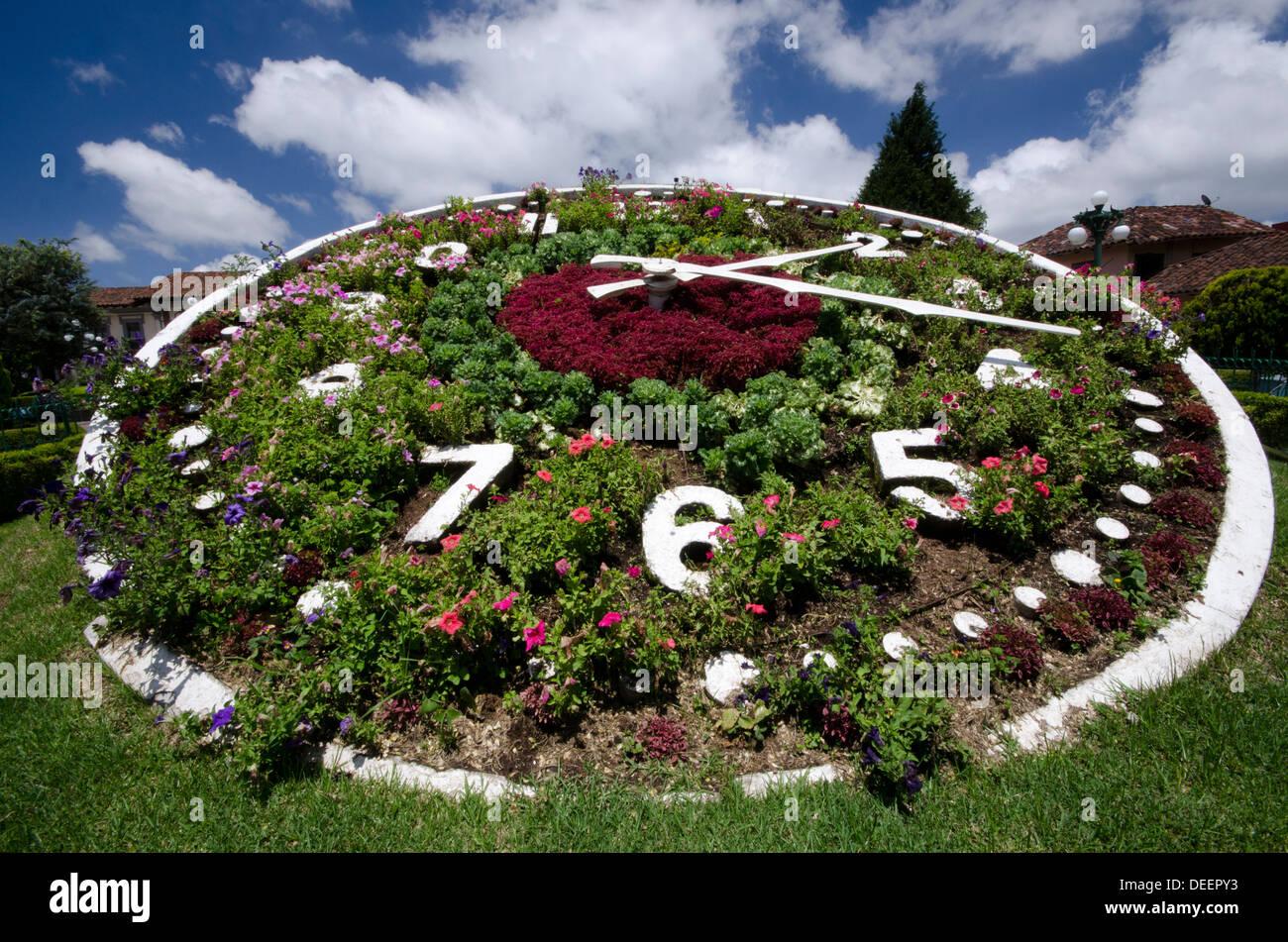 4d20f890802a Reloj de Flores en la plaza principal de Zacatlan en el estado de Puebla
