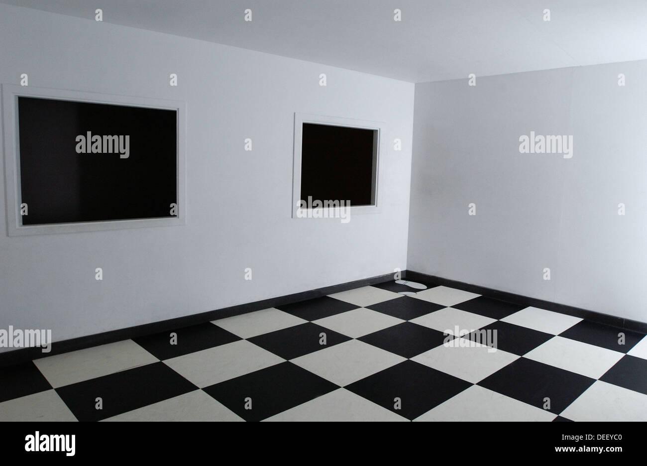 Espacio en blanco y negro, sentido y sensibilidad. Miramon Kutxaespacio de la Ciencia Museo. San Sebastián. España Imagen De Stock