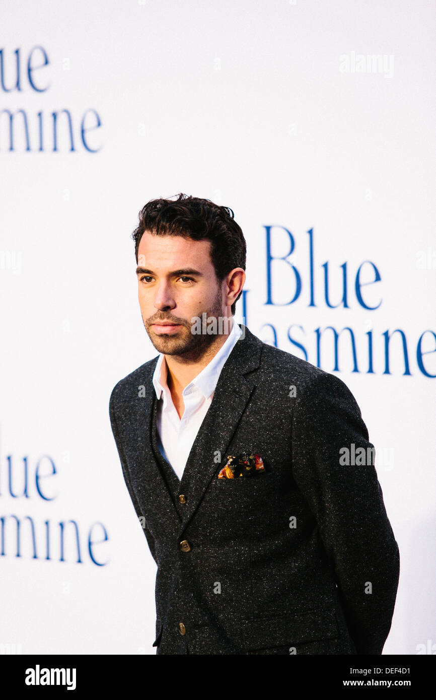 Tom Cullen 'Azul' Jasmine - UK Film Premiere - Alfombra Roja Imagen De Stock
