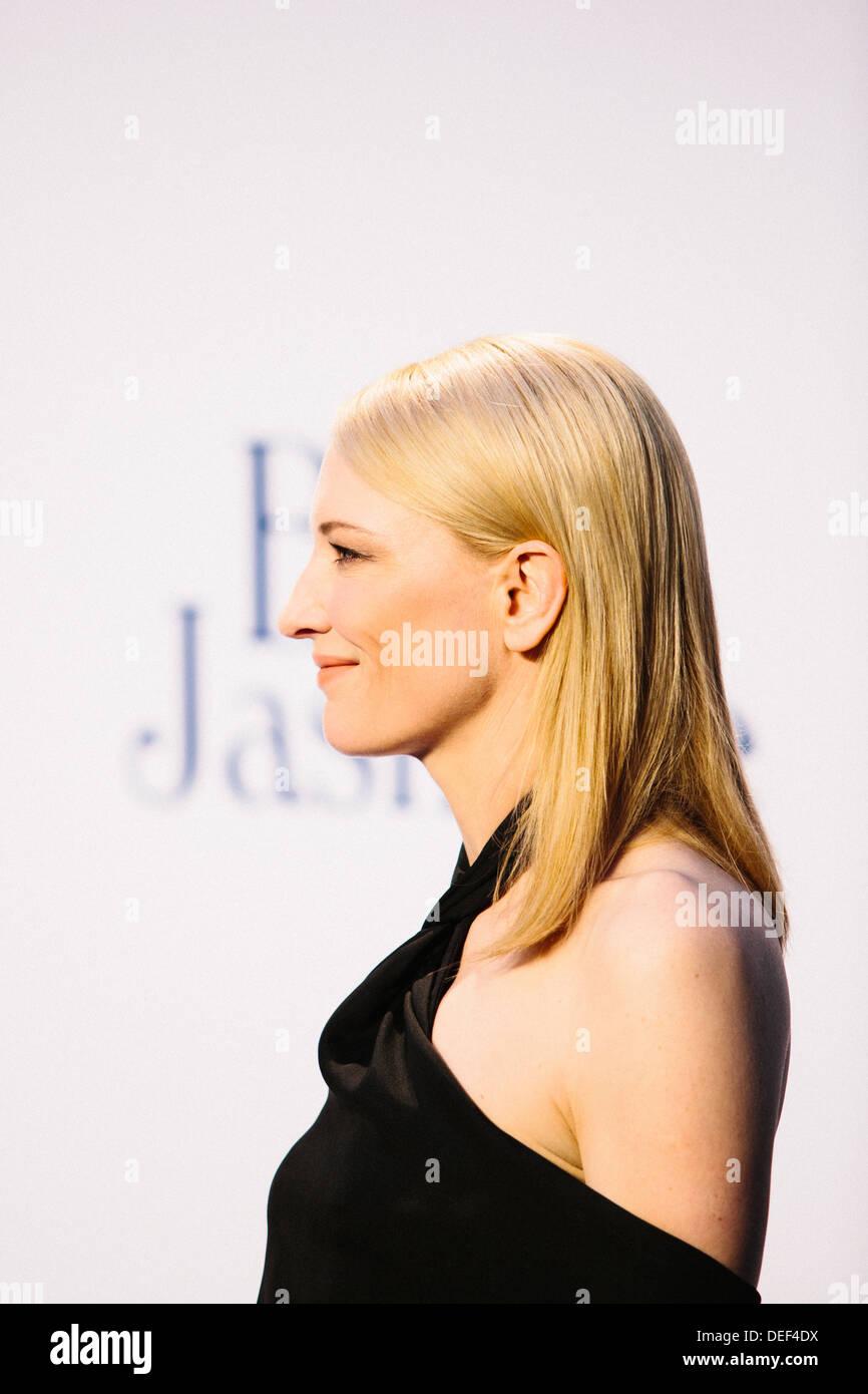 Cate Blanchett 'Azul' Jasmine - UK Film Premiere - Alfombra Roja Imagen De Stock