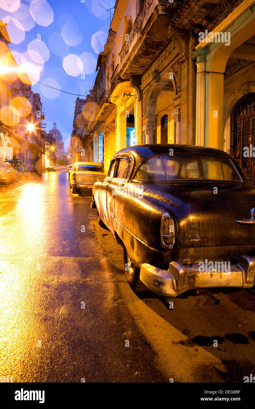 Luz baja la vista hacia el Capitolio, Centro Habana, Ciudad de La Habana, Cuba, Las Antillas Imagen De Stock
