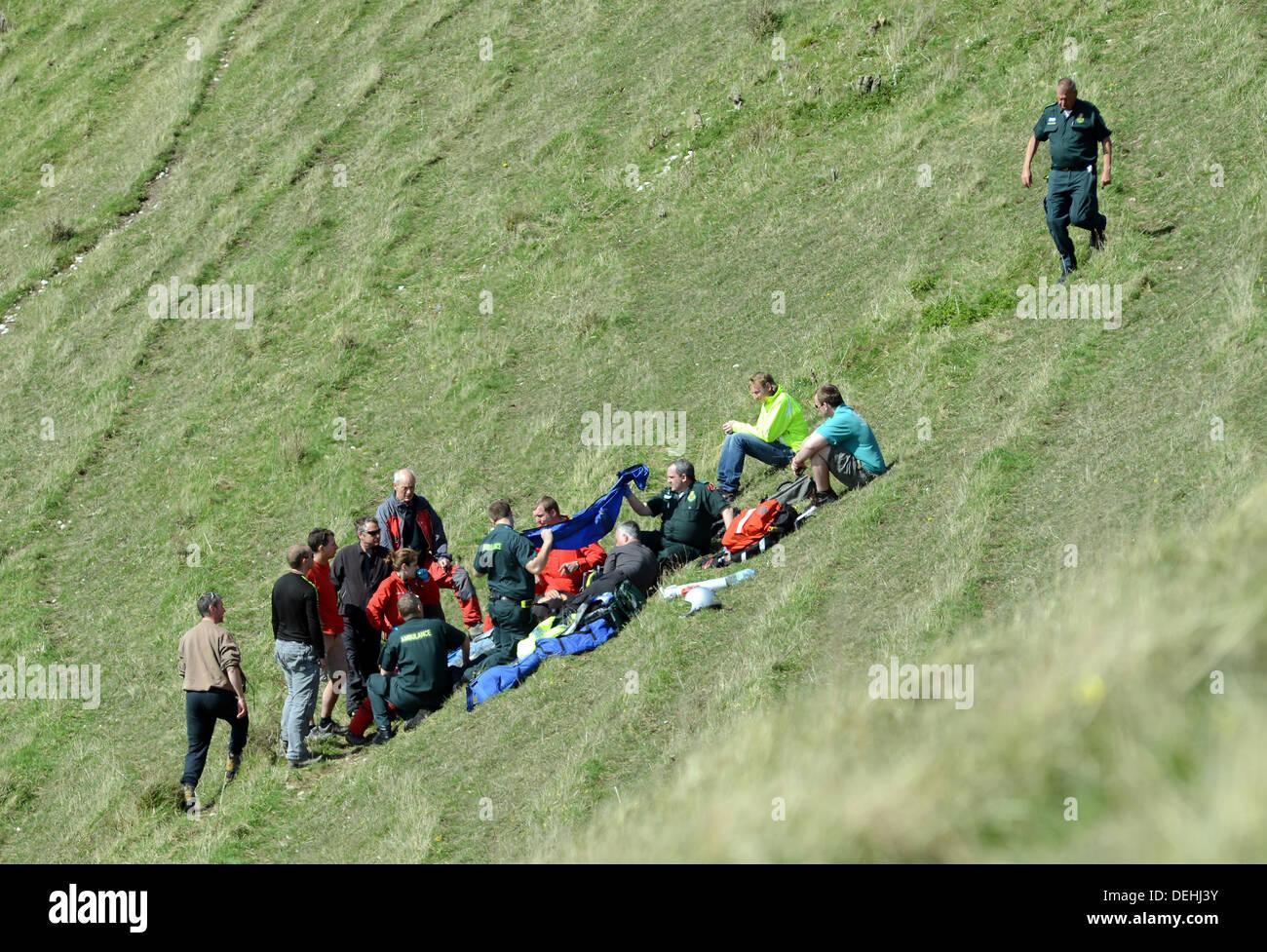 Kent de ambulancia aérea que asistían a la escena de un accidente de parapente, Monte Caburn, Lewes East Sussex Imagen De Stock