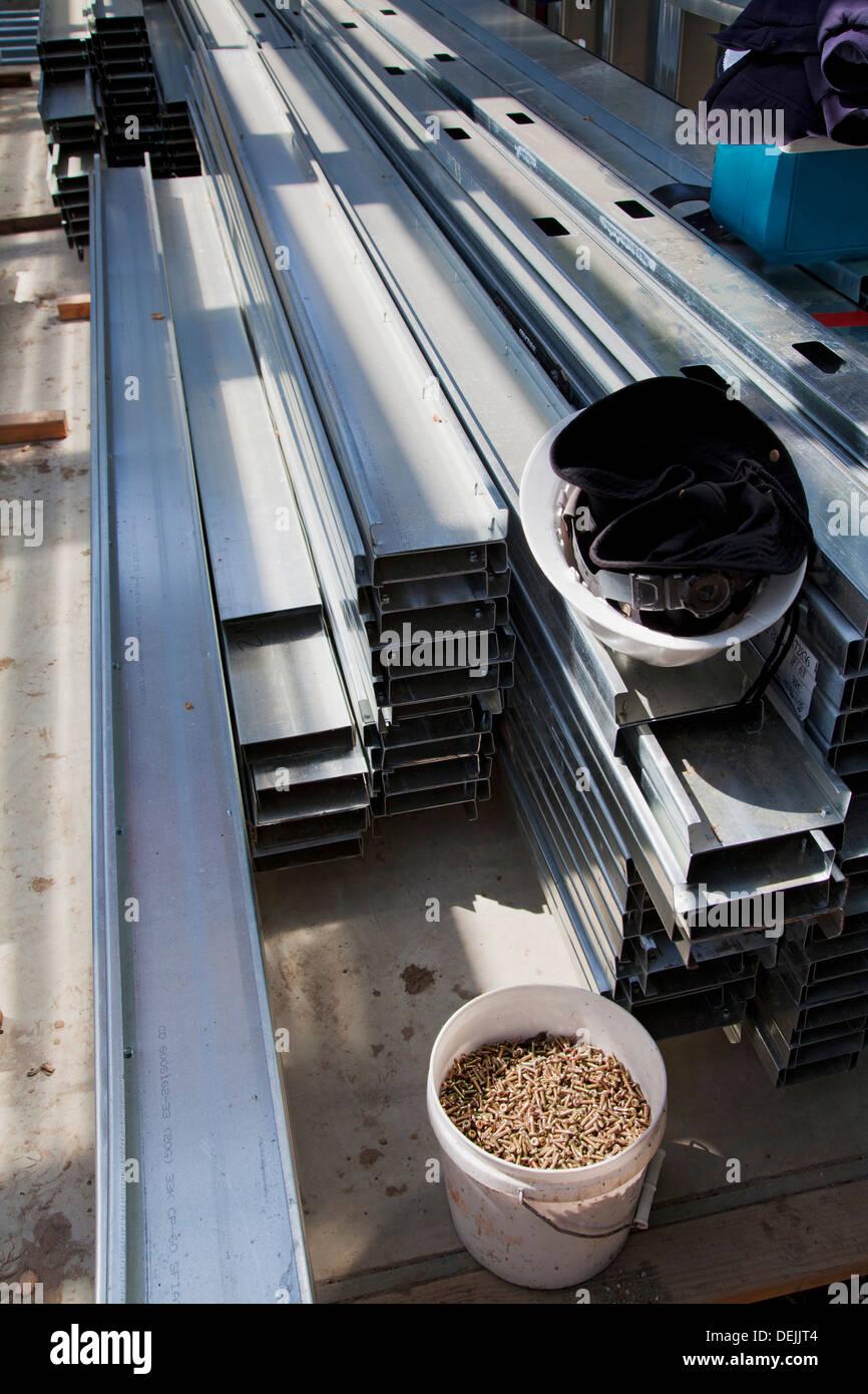 La construcción de vivienda residencial sitio utilizando acero para enmarcar. Los Ángeles, California, Estados Unidos. Imagen De Stock