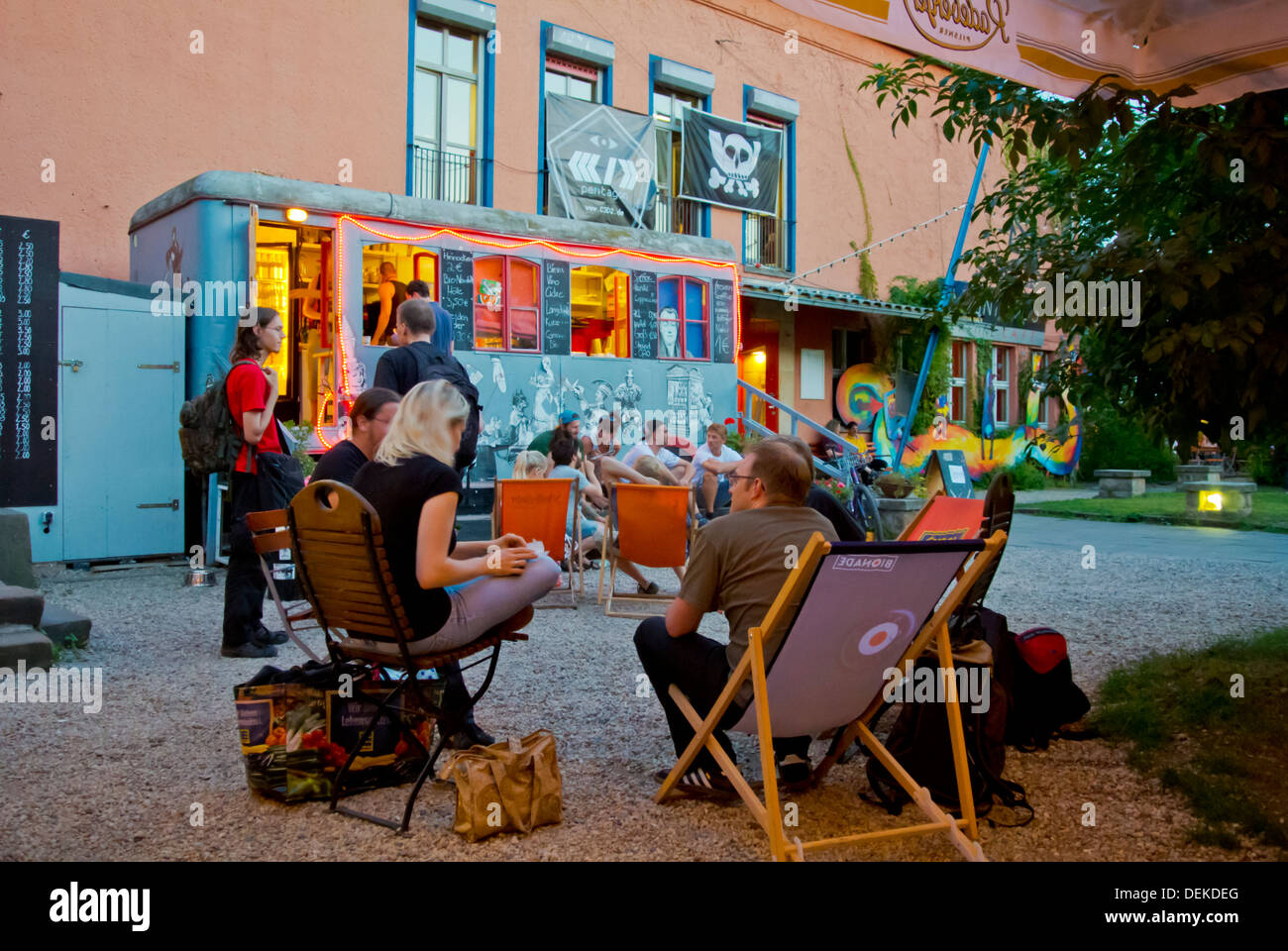 Scheune bar y centro de entretenimiento en la zona nueva de la ciudad de Neustadt Dresden City Sajonia Alemania oriental Europa central Imagen De Stock