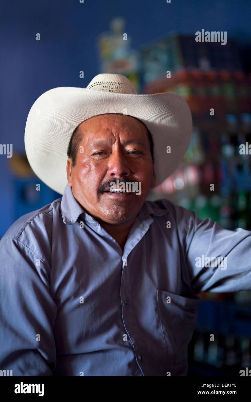 04ffb92213710 Mayan Cowboy Imágenes De Stock   Mayan Cowboy Fotos De Stock - Alamy