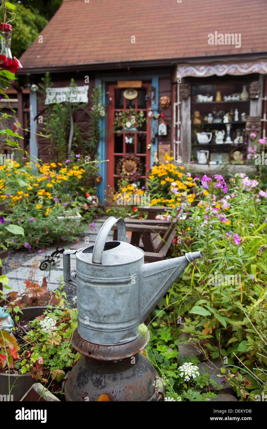 En Woodstock, Nueva York - tienda de antigüedades. Imagen De Stock