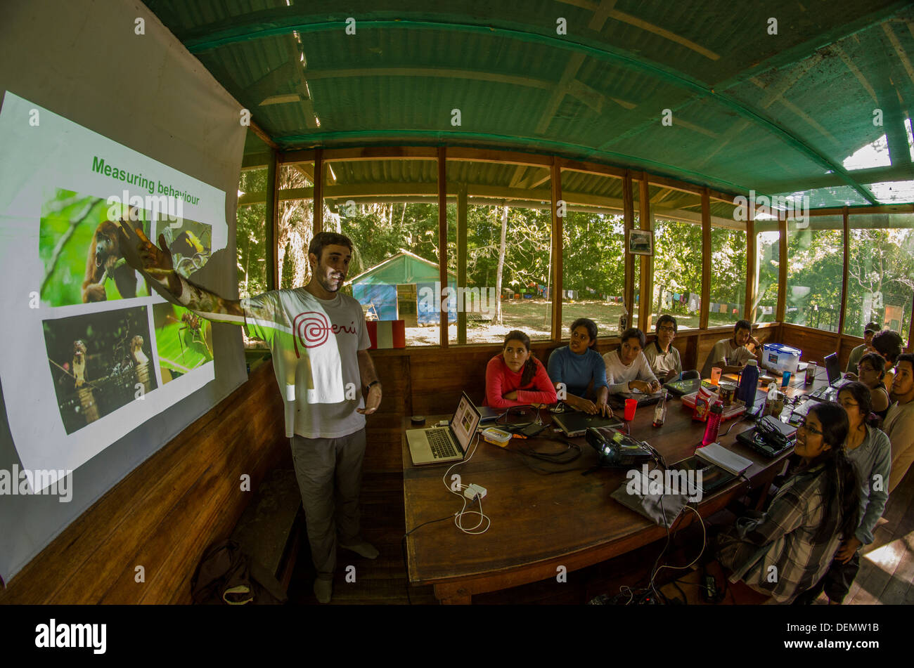 Curso de campo de la biología, la Cocha Cashu Estación de Investigación Biológica, Parque Nacional Manu, Perú Imagen De Stock