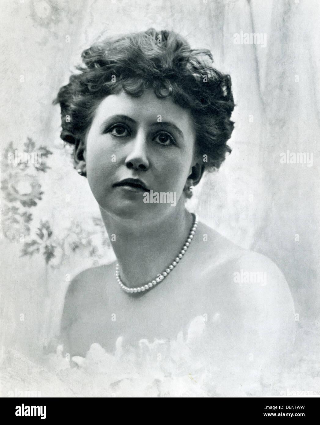 Esta ilustración de una dama con perlas de Penrose El Proceso Anual pictórica del libro para el año 1900. Imagen De Stock