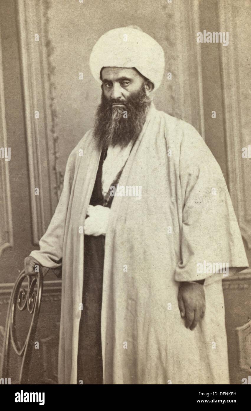 Las tres cuartas partes de longitud retrato de un mullah, circa 1880 Imagen De Stock