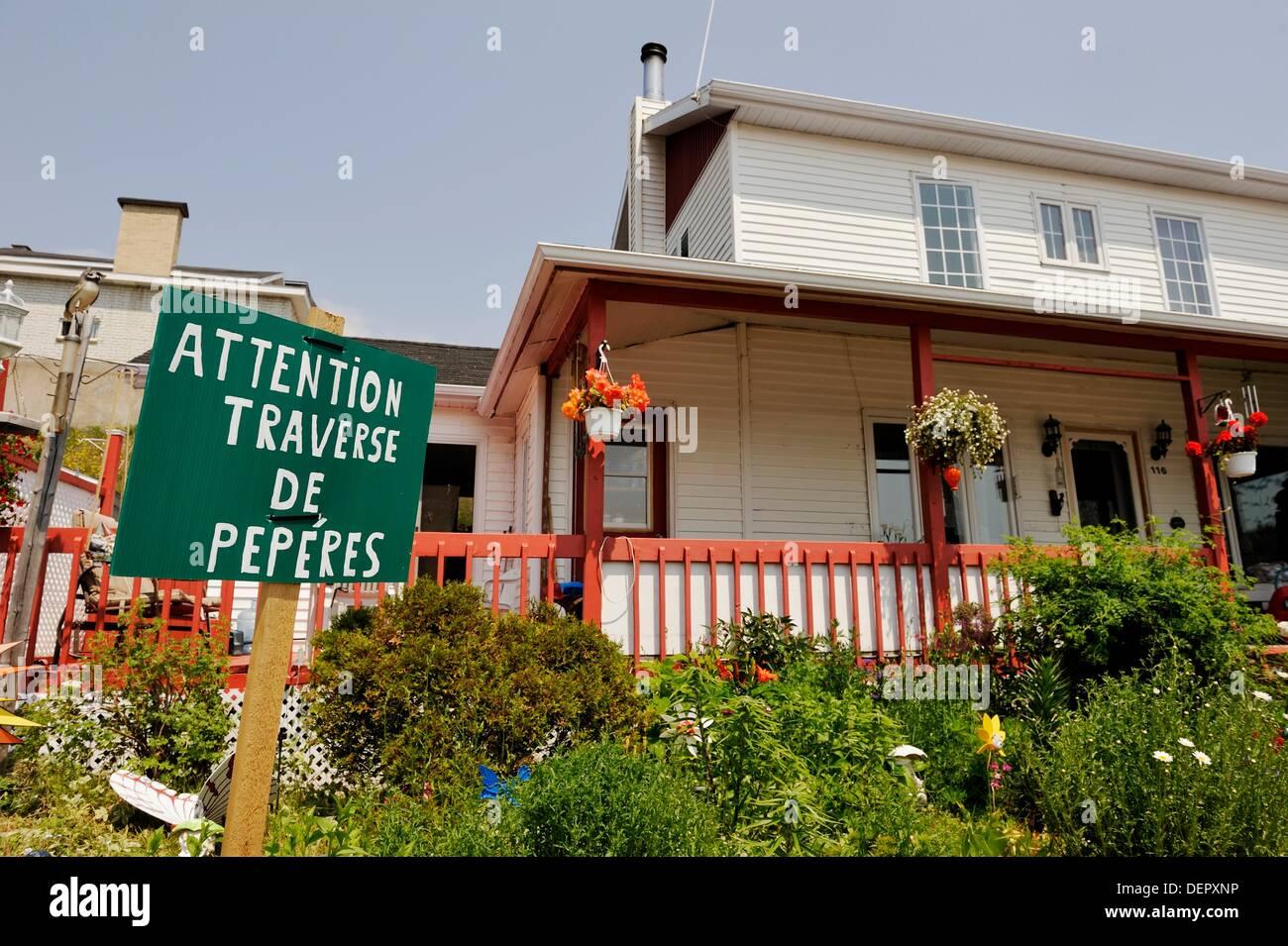 Humorístico Cote-Nord signpost, Tadoussac, Región, Provincia de Quebec, Canadá, América del Norte Imagen De Stock