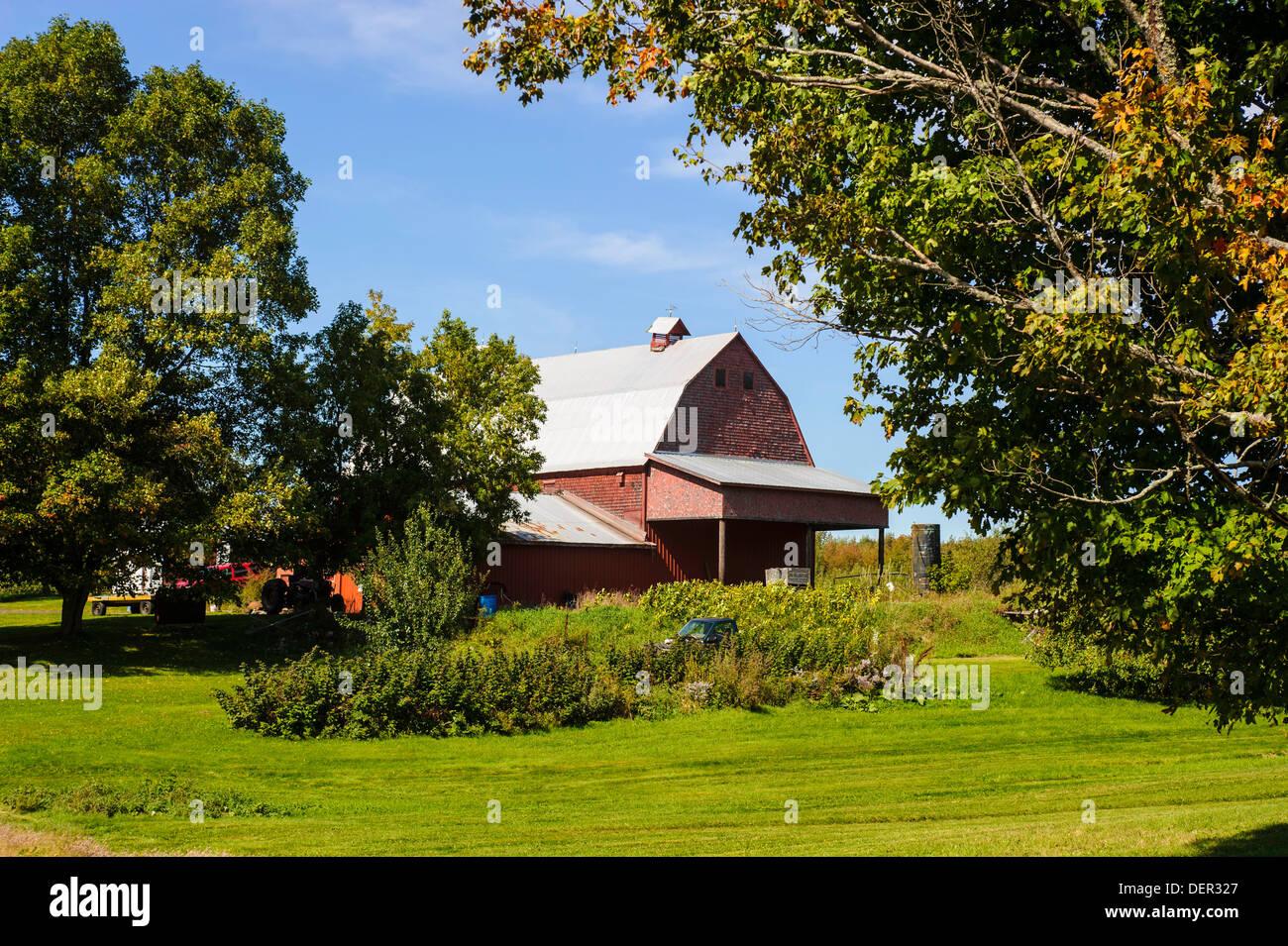 Gable Barn Imágenes De Stock & Gable Barn Fotos De Stock - Alamy