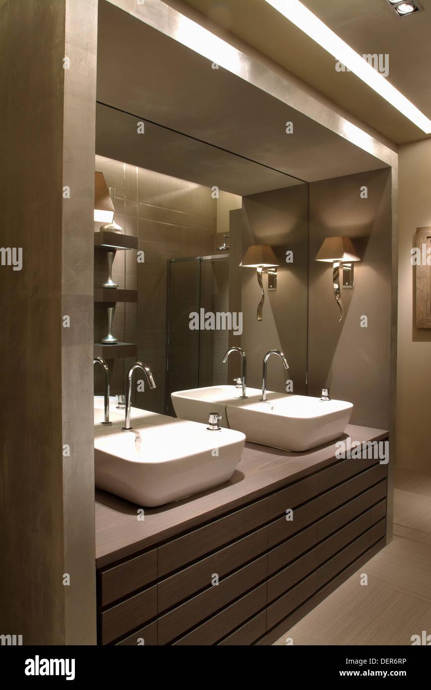 Cuarto de baño moderno, diseño de interiores Foto & Imagen ...