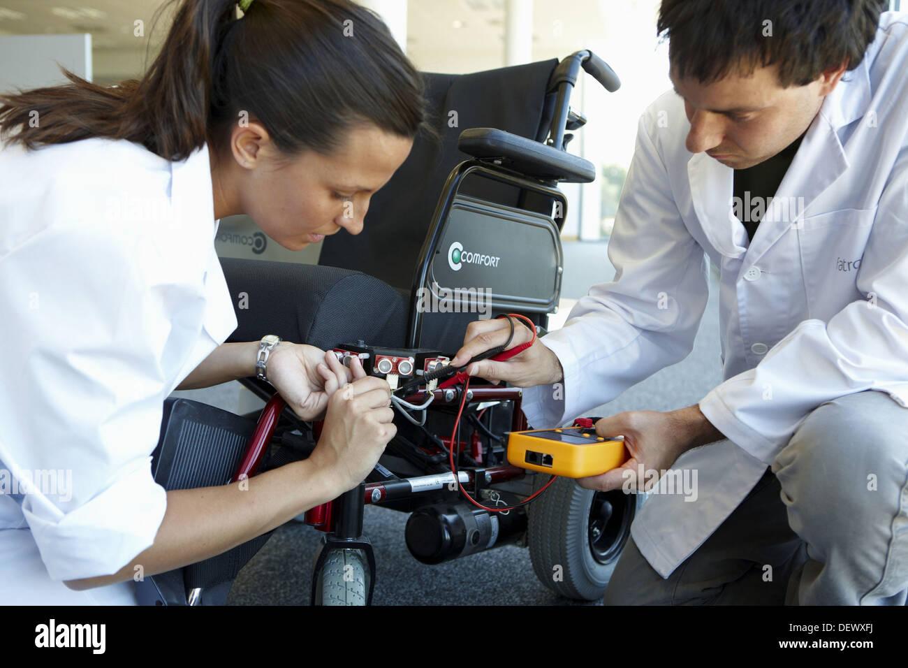Unidad de Salud y Calidad de vida de los investigadores para el desarrollo de un sistema de control inteligente de potencia, FIK tecnología silla de ruedas Imagen De Stock