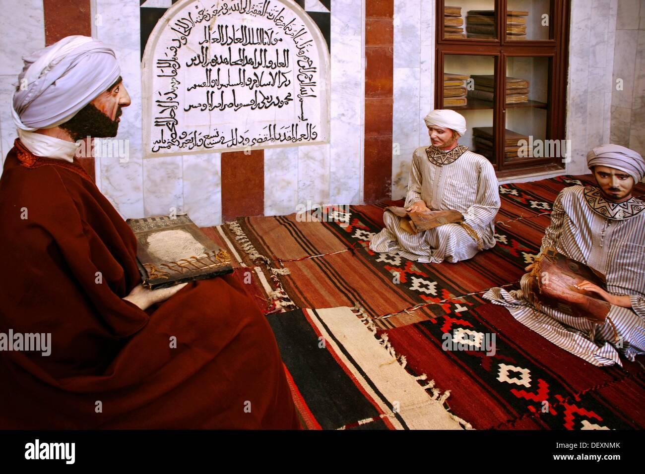 """La lección de la medicina (siglo X) en un """"Iwan"""" de las Bimaristan Nur al-Din, el Museo de la medicina y la ciencia en el mundo árabe, Imagen De Stock"""