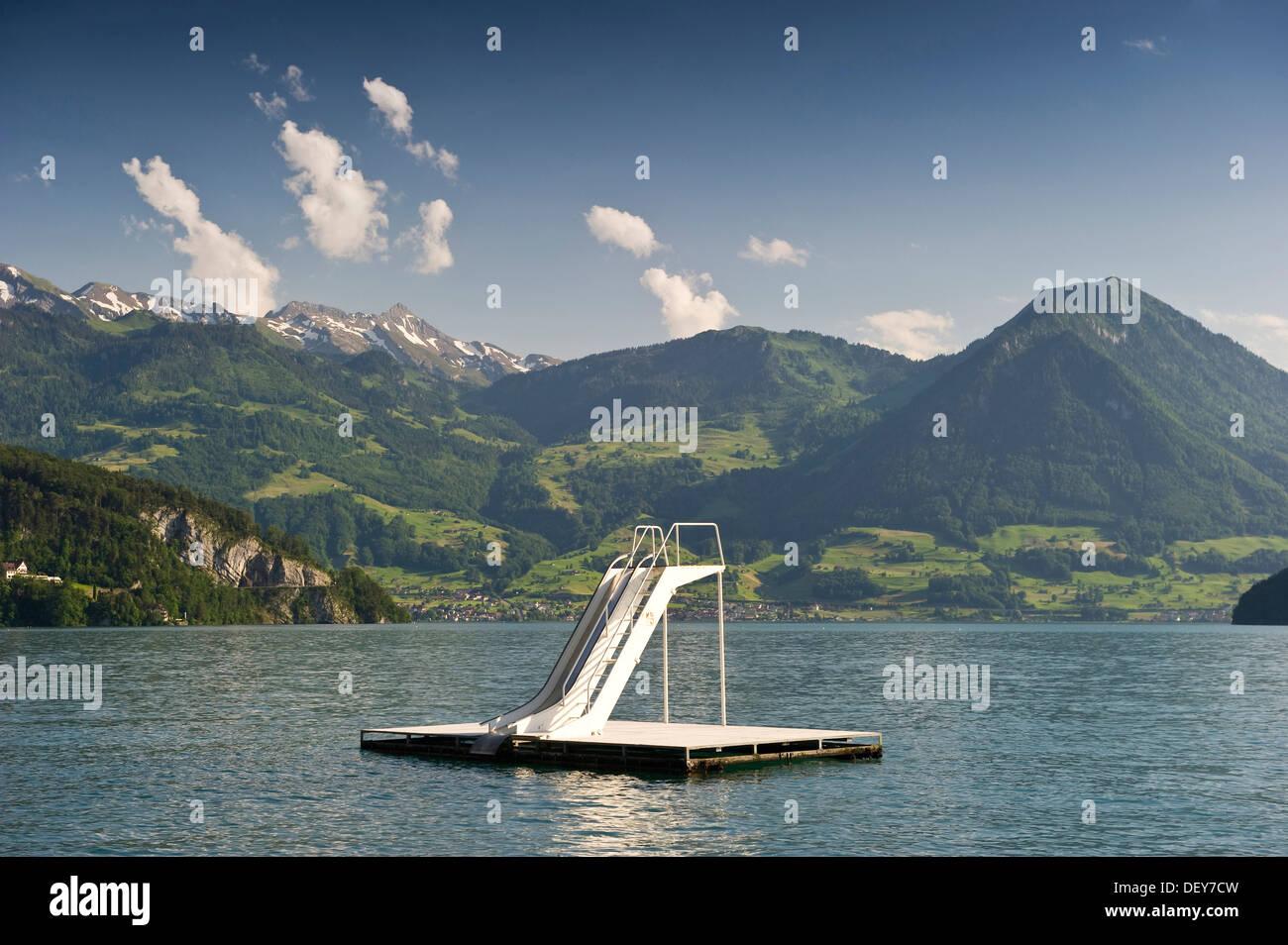 Vitznau, tobogán de agua, el lago de Lucerna, el cantón de Lucerna, Suiza, Europa Imagen De Stock