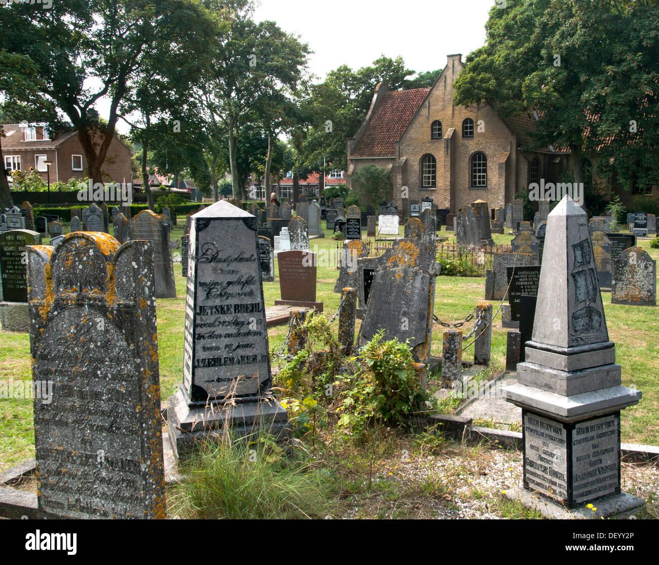 La Iglesia Reformada Holandesa Holanda Vlieland Grave Foto de stock