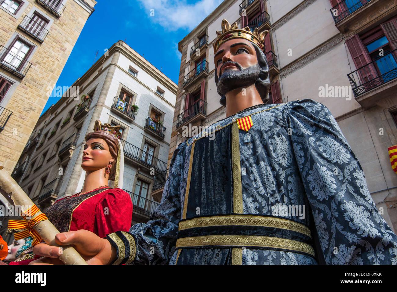 Los Gegants (Gigantes) desfile en la Plaza de San Jaume durante el festival de La Mercè, Barcelona, Cataluña, España Foto de stock