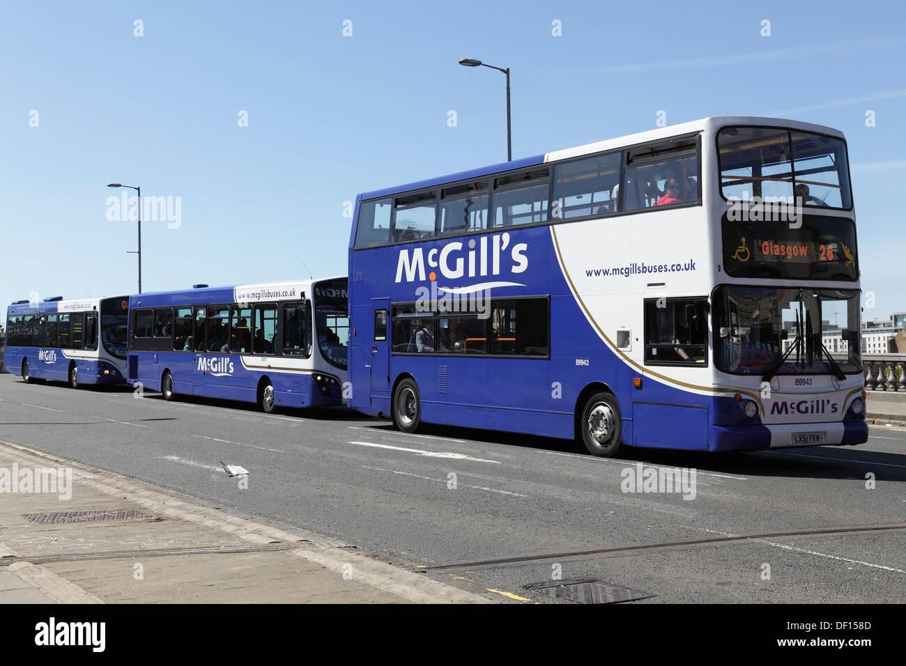 Los autobuses de McGill en George V Puente, Commerce Street, Glasgow, Escocia, Reino Unido Imagen De Stock