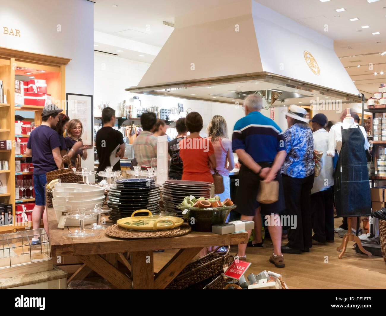 Demostración de cocina Williams-Sonoma,Time Warner Center Interior ...