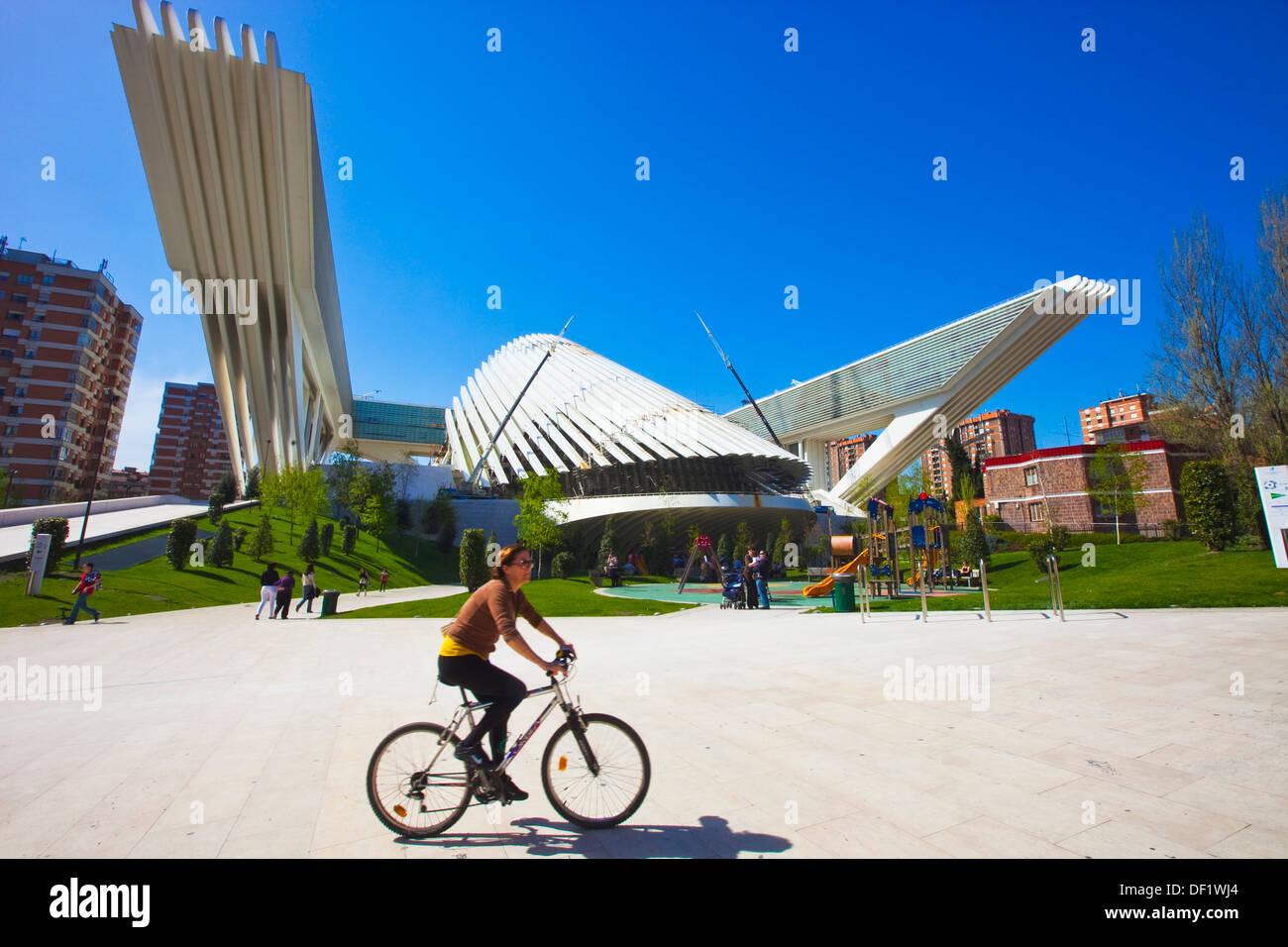 Centro de Conferencias y Exposiciones Ciudad de Oviedo por Santiago Calatrava, Oviedo, Asturias, España. Foto de stock