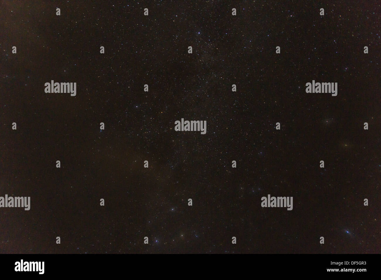 Las estrellas de la noche brilla en el firmamento Imagen De Stock