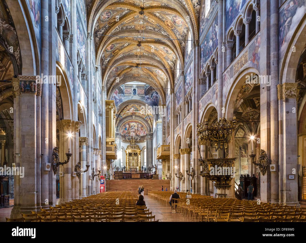 Interior de la catedral (Duomo), Parma, Emilia Romagna, Italia Imagen De Stock