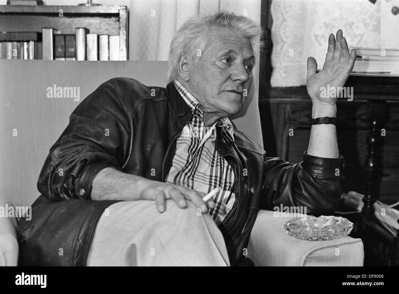 Archivo Foto: historiador radical marxista galés Gwyn Alf Williams en casa Drefach Felindre, Carmarthenshire, 1991 Imagen De Stock