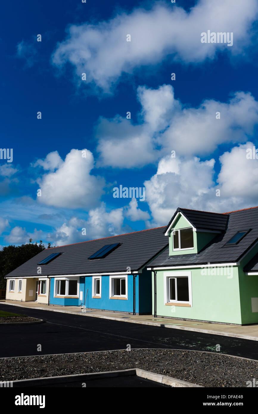 Nueva asociación de vivienda social construir pequeñas unidades construidas casas propiedades Aberystwyth, Gales, Reino Unido Imagen De Stock