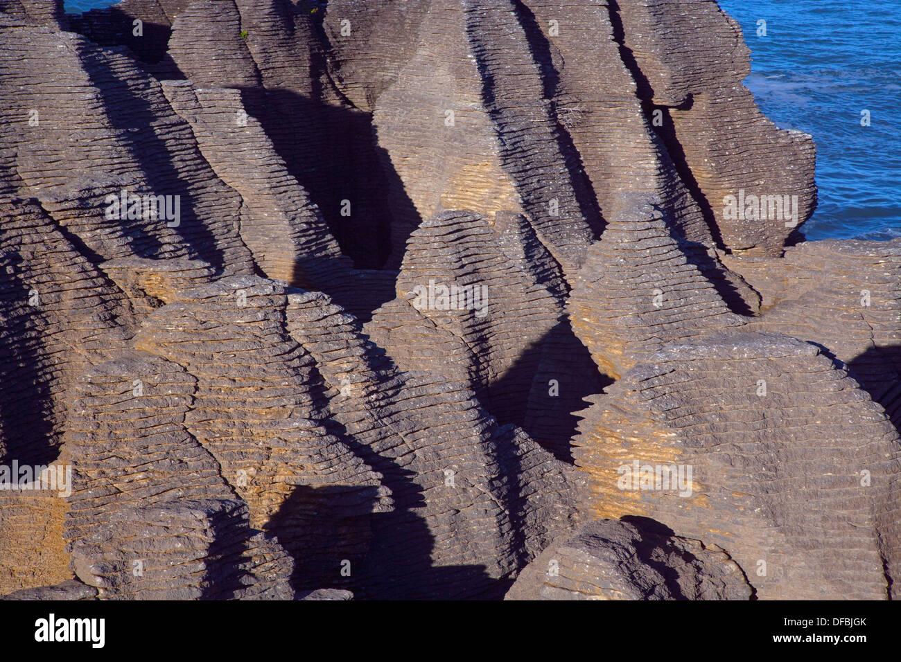 En Punakaiki Pancake Rocks en la Isla Sur de Nueva Zelanda Imagen De Stock