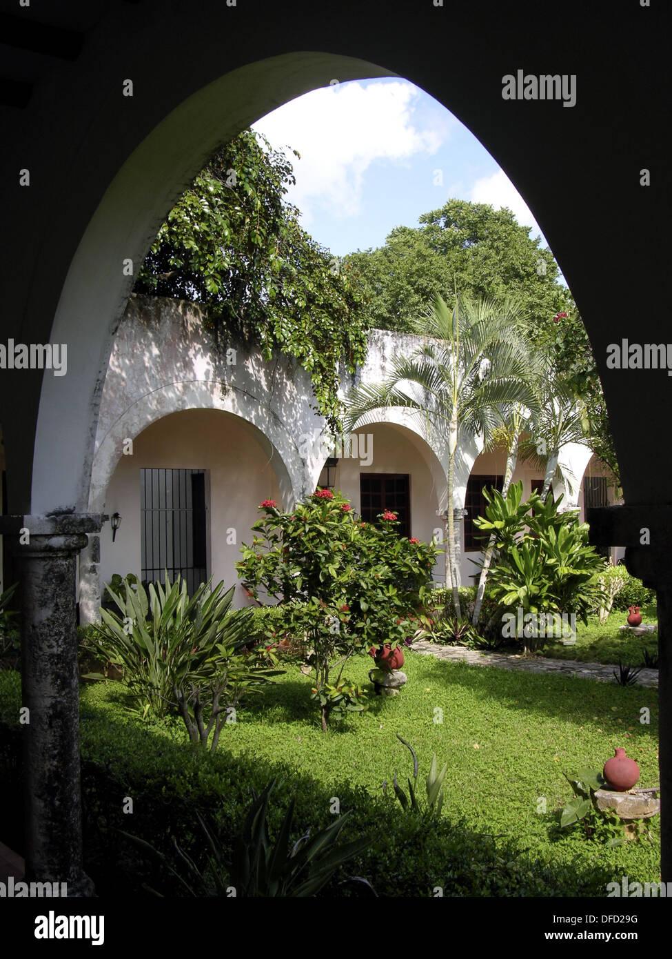 63f7fc3a Hacienda Blanca Flor, cerca de Campeche. Hoy en día, es un hotel. México.