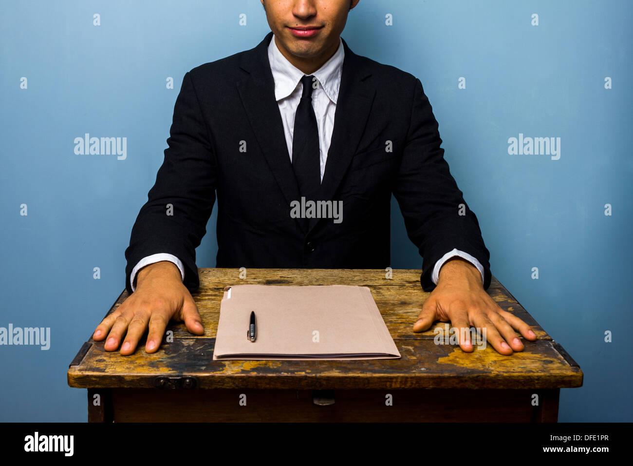 Joven empresario acaba de firmar acuerdo importante Imagen De Stock