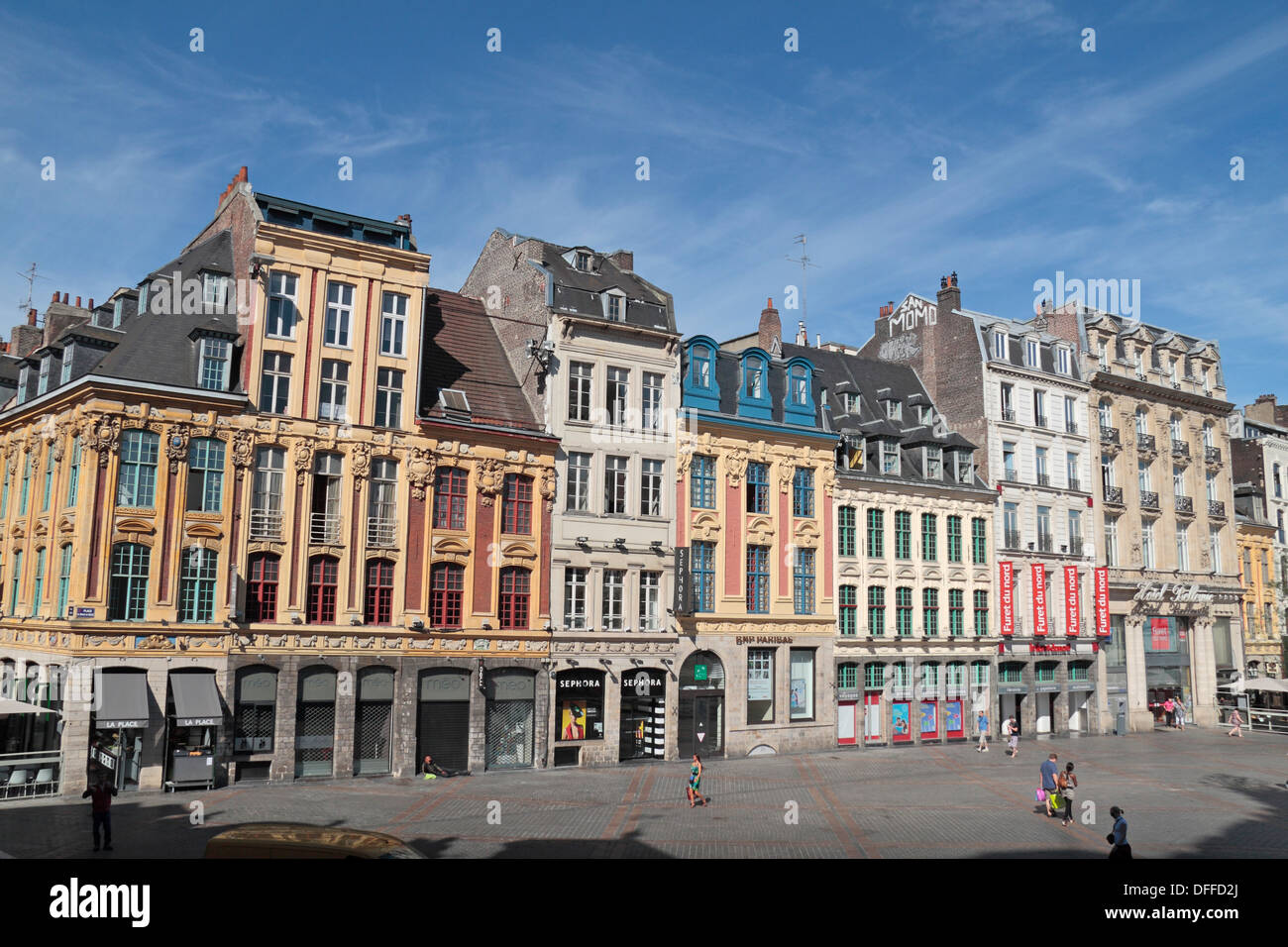 Vista general de los edificios históricos en la Place du Général de Gaulle (Grand Place), Lille, Nord-Pas-de-Calais Nord, Francia. Imagen De Stock