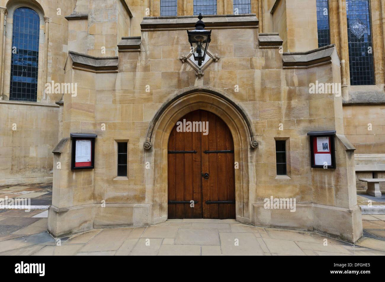 La entrada a la iglesia del Temple, Londres, Inglaterra, Reino Unido. Imagen De Stock