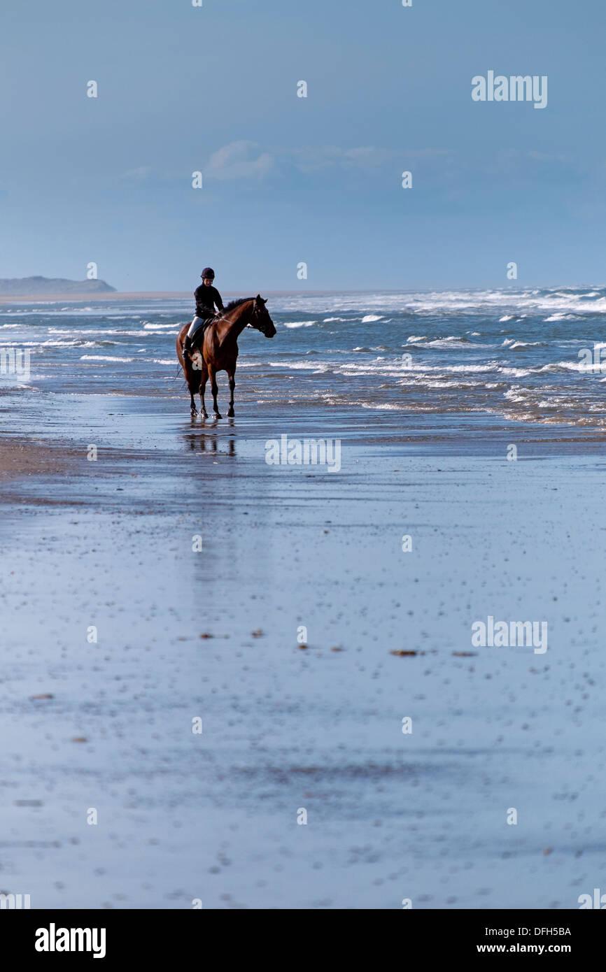 Jinete en Holkham playa, Holkham Bay Imagen De Stock