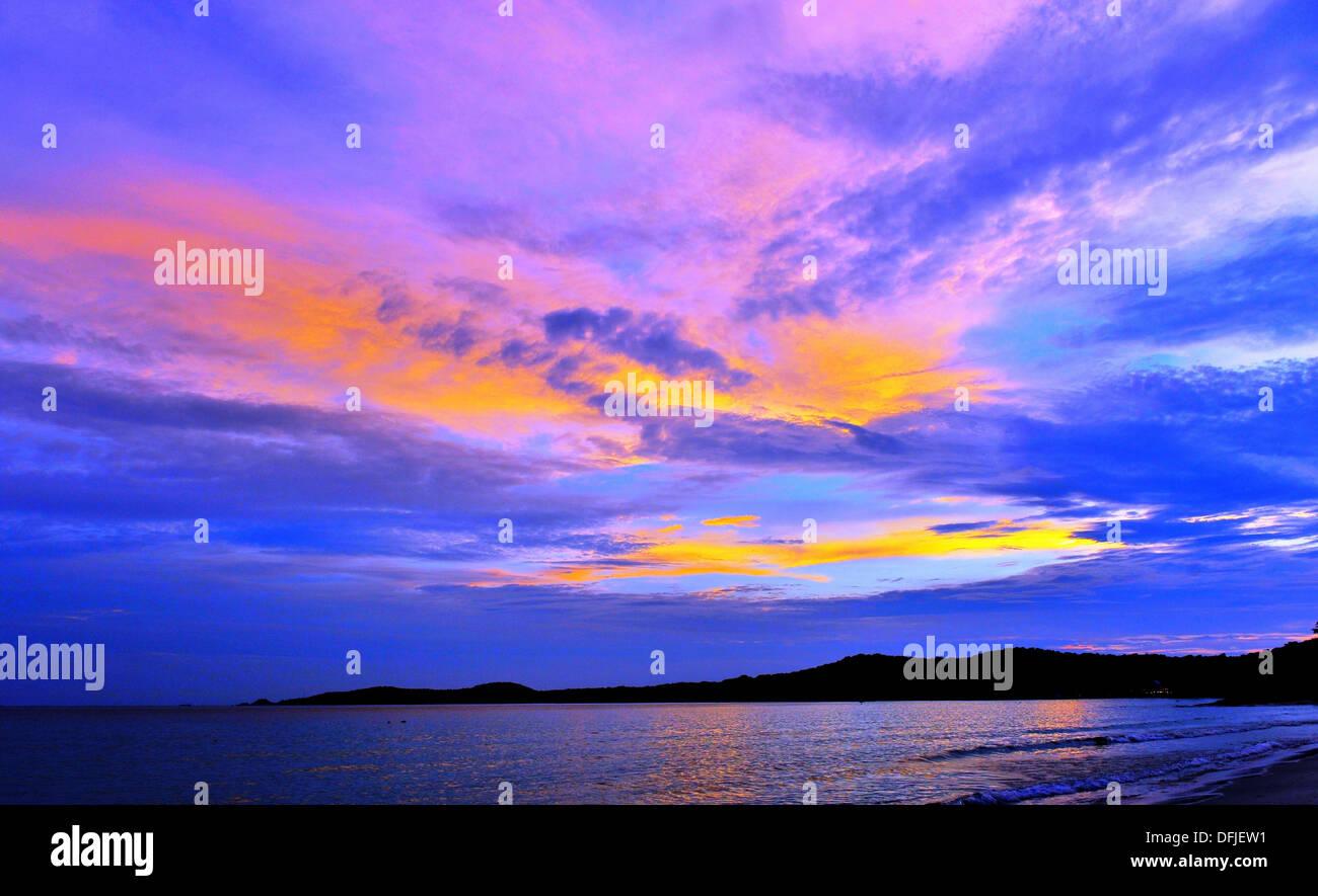 Las islas y playas de Tailandia - Atardecer en la isla de Koh Samet (Tailandia) Imagen De Stock