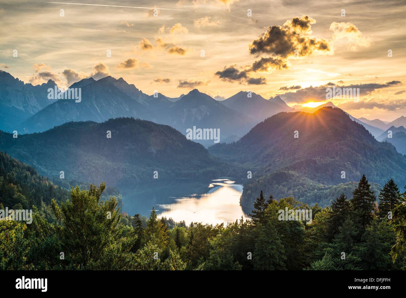 Lago Alpsee en los Alpes bávaros de Alemania. Imagen De Stock