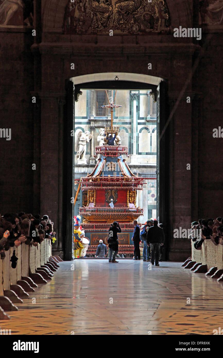 Italia Toscana Florencia El Estallido del Carro y el interior de la catedral. Imagen De Stock