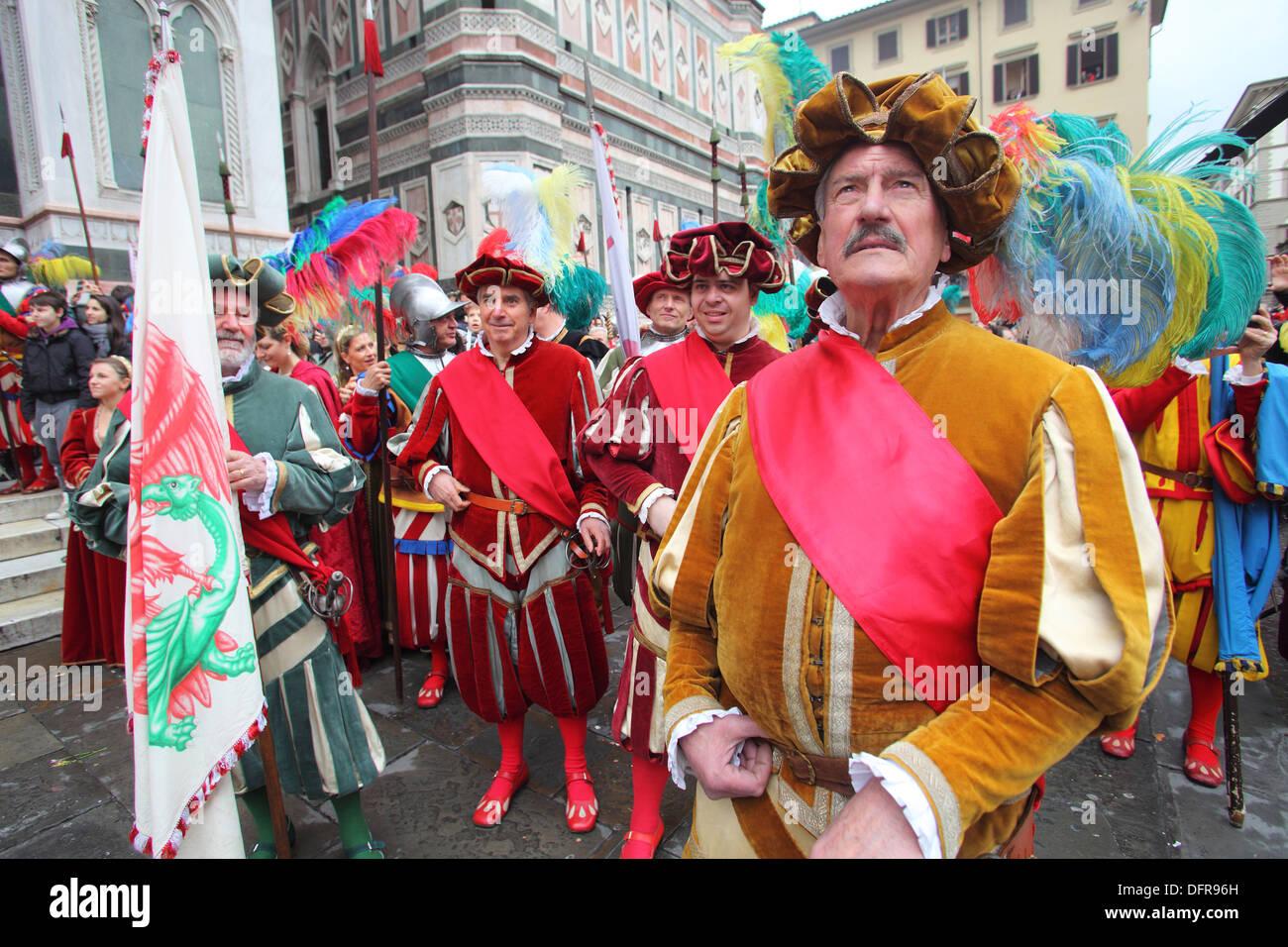 Italia Toscana Florencia El Estallido del Carro vestidos medievales. Imagen De Stock