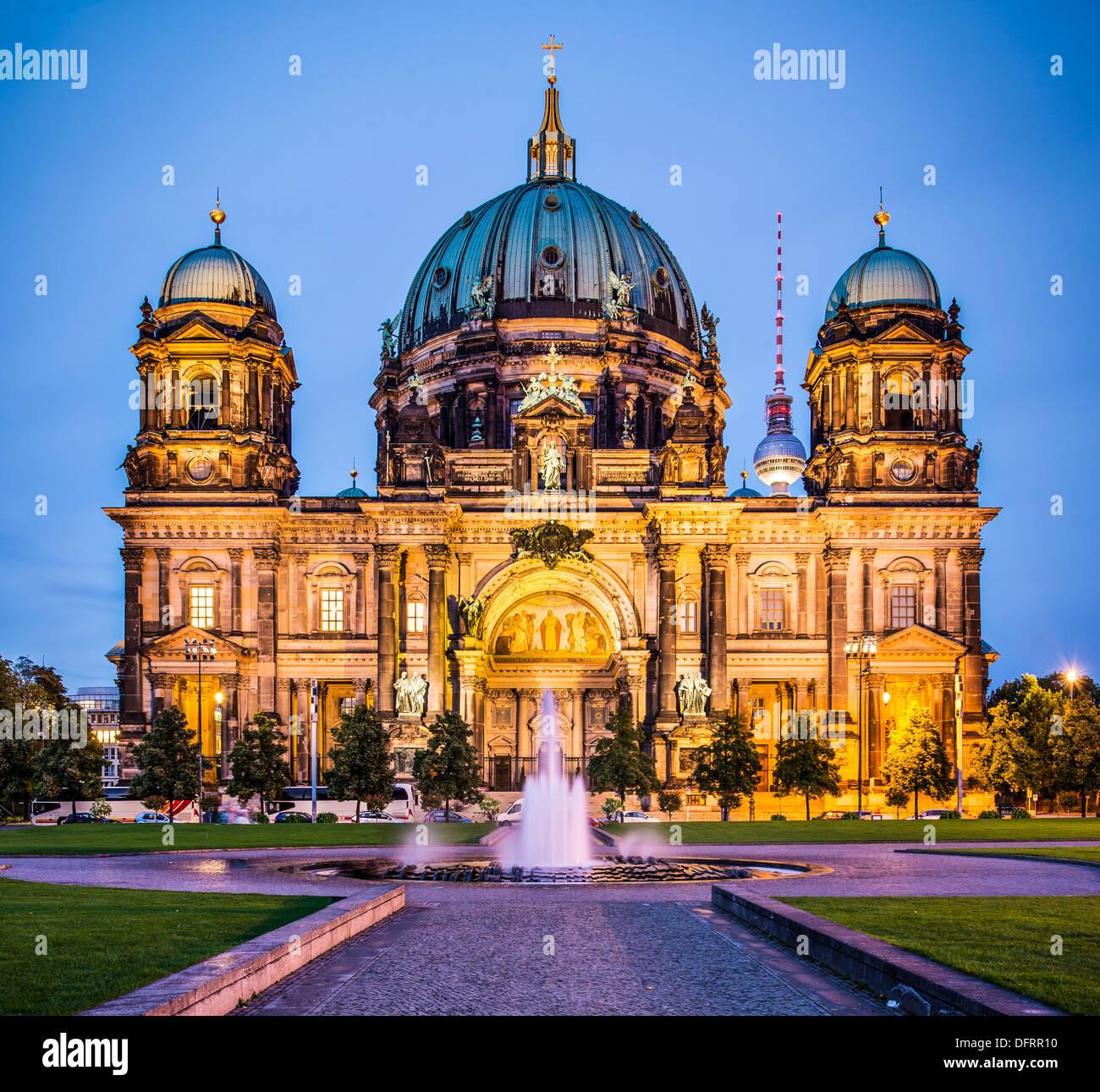 La Catedral de Berlín en Berlín, Alemania. En la iglesia la formación se remonta a 1451. Imagen De Stock