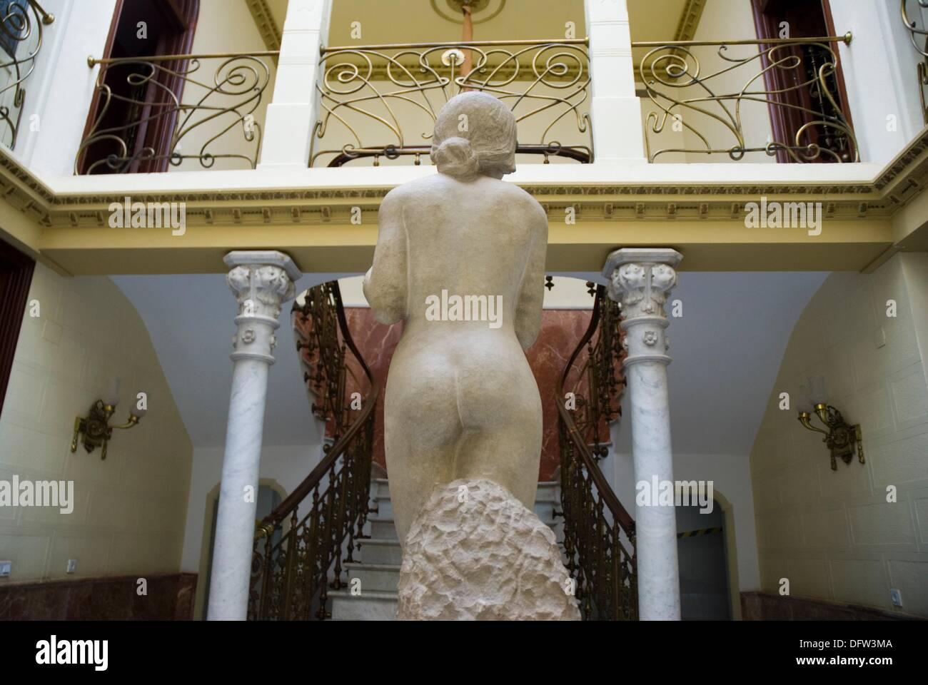 Adolescente, piedra tallada de Jose aviones, en el Palacio de Aguirre, sede del Museo Regional de Arte Moderno de Cartagena Muram Imagen De Stock